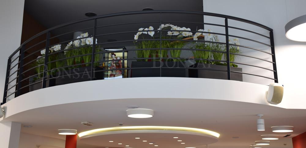 notranja oprema umetne rože dekoracija orhideje trava