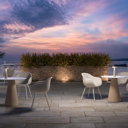 miza in stoli zunanji